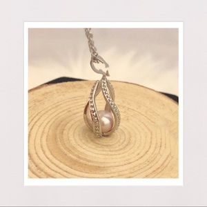 Jewelry - Genuine Freahwater Pearl in Caged Pendant